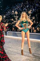 Victoria's Secret Fashion Show Paris 2016: Full Runway and Performances #92