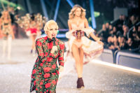 Victoria's Secret Fashion Show Paris 2016: Full Runway and Performances #102