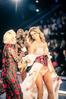 Victoria's Secret Fashion Show Paris 2016: Full Runway and Performances #104