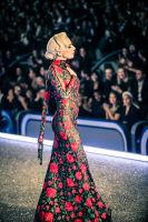 Victoria's Secret Fashion Show Paris 2016: Full Runway and Performances #112