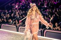 Victoria's Secret Fashion Show Paris 2016: Full Runway and Performances #127