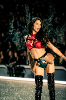 Victoria's Secret Fashion Show Paris 2016: Full Runway and Performances #157