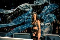 Victoria's Secret Fashion Show Paris 2016: Full Runway and Performances #189
