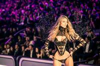 Victoria's Secret Fashion Show Paris 2016: Full Runway and Performances #230