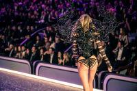 Victoria's Secret Fashion Show Paris 2016: Full Runway and Performances #232