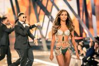 Victoria's Secret Fashion Show Paris 2016: Full Runway and Performances #261