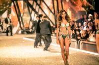 Victoria's Secret Fashion Show Paris 2016: Full Runway and Performances #262