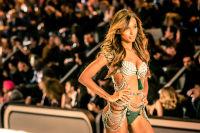 Victoria's Secret Fashion Show Paris 2016: Full Runway and Performances #263