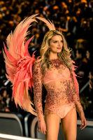 Victoria's Secret Fashion Show Paris 2016: Full Runway and Performances #274