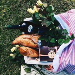 How To Picnic In Central Park's Secret Garden