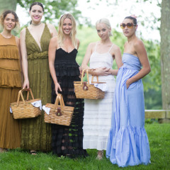 Glam Picnickers Gather At The Glass House Summer Party