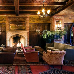 10 Cozy Fireplace Bars To Warm Up In NYC
