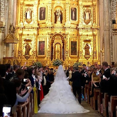 The Lavish Mexican Wedding Of A Model & An International Art Collector
