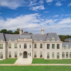 There's A Versailles Mansion In Long Island...