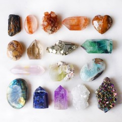 Big Crystal Energy: The Right Stones For Everyone To Own