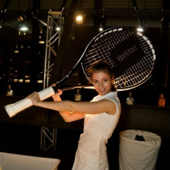K-Swiss Puts Over-Oversized Tennis Rackets To Good Use, Makes Anna Kournikova Relevant
