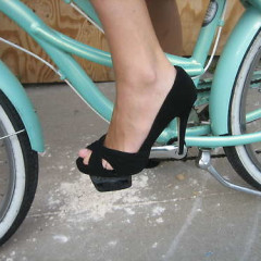An Easy How To Guide On Riding Your Bike In A Skirt & Heels!