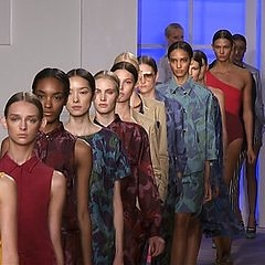 NYFW 2012: Top 10 People To Follow On Twitter So You Don't Miss A Thing