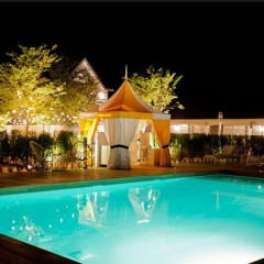 Guest of a Guest and Gilt City Daily Deal:  Cabana, Wine & Lunch for Four at The Bathing Club