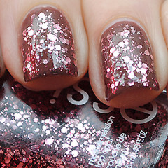 Decorate Your Digits In These Holiday Hues!