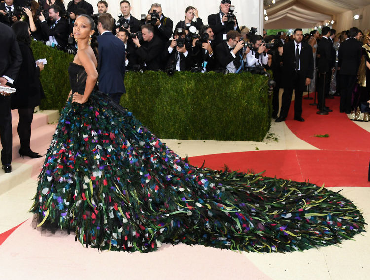 22 Must-See Looks From The 2016 Met Gala