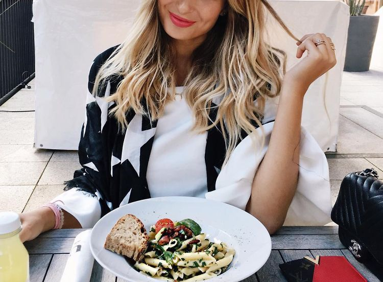 The Scientifically Proven Way To Kill Garlic Breath On A Date