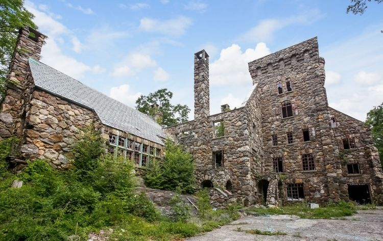 New York's Abandoned Abercrombie Castle Is On Sale For Just $3.7 Million