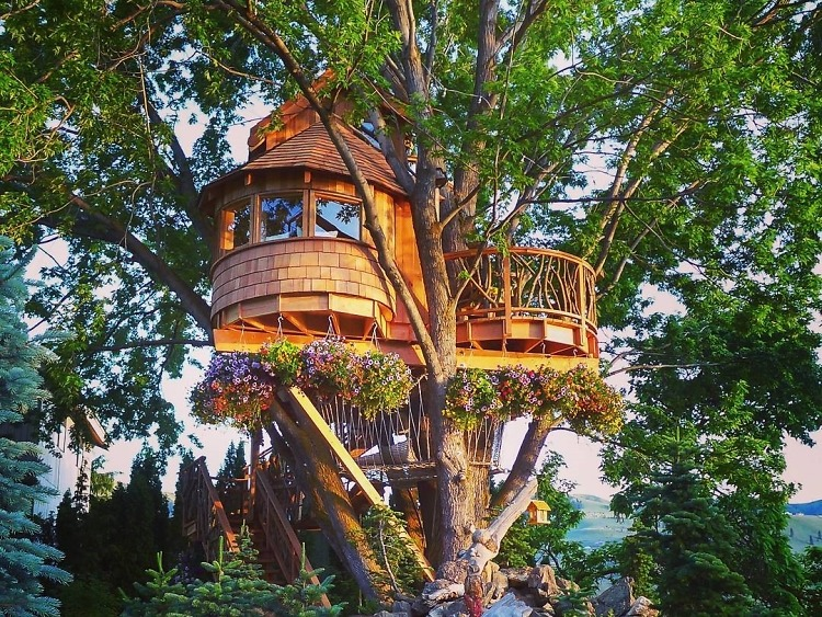 10 gorgeous tree houses that will make you want to live in. Black Bedroom Furniture Sets. Home Design Ideas