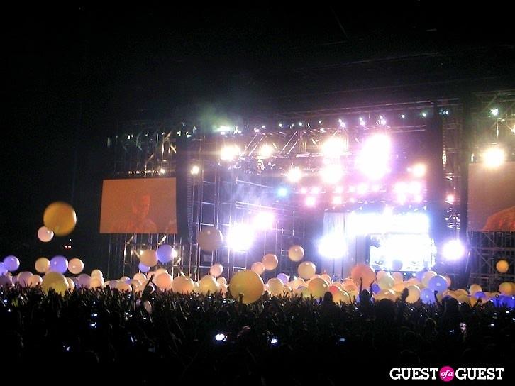 Coachella 2011 Arcade Fire glowing orbs