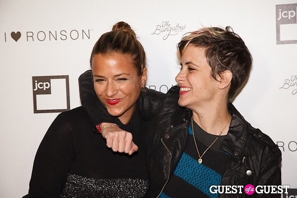 Charlotte Amp Samantha Ronson Rashida Jones And More