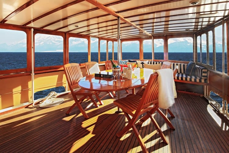 13 Magical Airbnb Boats For A One-Of-A-Kind Vacation On The
