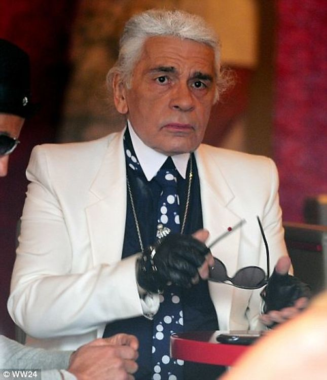 Rare Present Behind Look Lagerfeld's Signature Ever A Karl Glasses dYS7dn