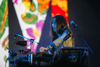alana haim in Shaun White's AIR + STYLE Los Angeles Festival
