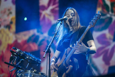 este haim in Shaun White's AIR + STYLE Los Angeles Festival