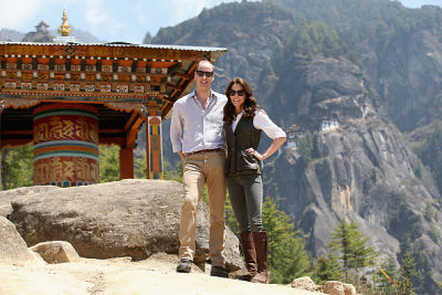 prince william in 10 Photos Of Kate Middleton Doing Bizarre Things While Looking Fabulous In India & Bhutan