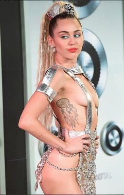 miley cyrus in 57 #NoBra Moments From Our Favorite Celebrities