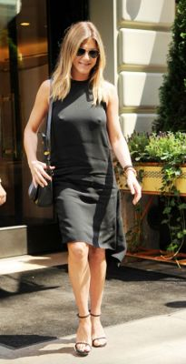 jennifer anniston in 57 #NoBra Moments From Our Favorite Celebrities