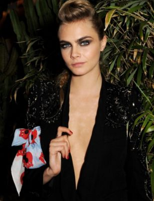 cara delevingne-2 in 57 #NoBra Moments From Our Favorite Celebrities