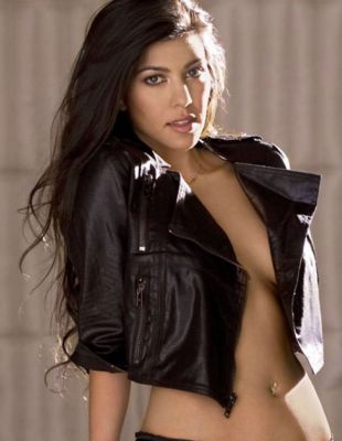 kourtney kardashian in 57 #NoBra Moments From Our Favorite Celebrities