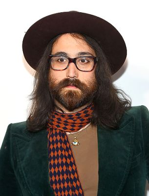sean lennon in A Groupie's Guide To Hot Rock Star Sons