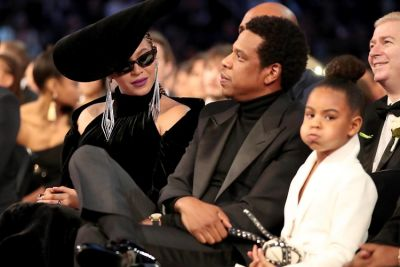 WTF Is Going On In These Behind-The-Scenes Grammys Photos?
