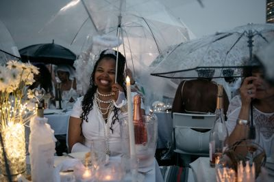Diner En Blanc 2019: 5,000 People In White Brave An Epic Rainstorm At The Secret Dinner Party