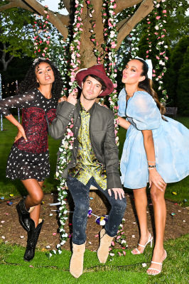 Andrew Warren, Ryan Thomas-Roth & Danielle Naftali Host A Wonderland-Themed Pride Dinner Out East With Lox Club