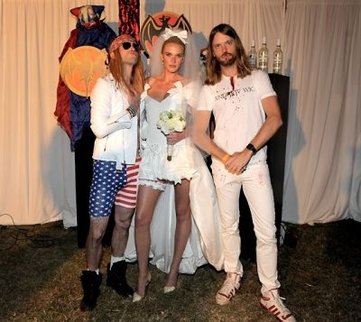 Adam Levine, Anne V, James Valentine