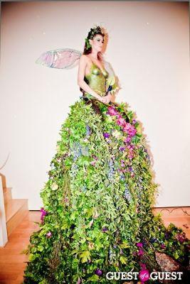 Living Art Presents: The Human Vase