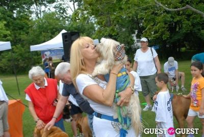 a trak in Paws Across The Hamptons Dog Walk To Benefit Southampton Hospital & Animal Shelter Foundation