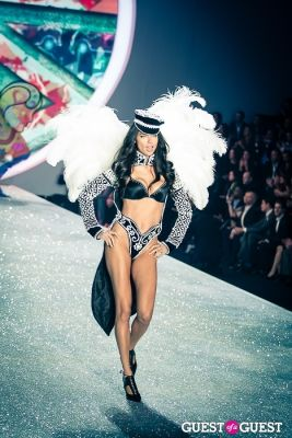 adriana lima in Victoria's Secret Fashion Show 2013