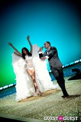 akon in Victoria's Secret Fashion Show 2010