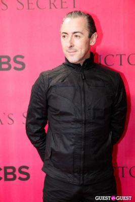alan cummings in 2010 Victoria's Secret Fashion Show Pink Carpet Arrivals