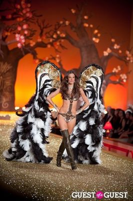 alessandra ambrosio in Victoria's Secret Fashion Show 2010